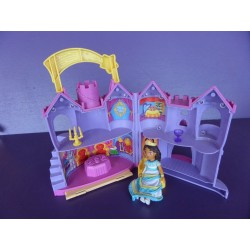 Chateau de Dora l'exploratrice + poupée